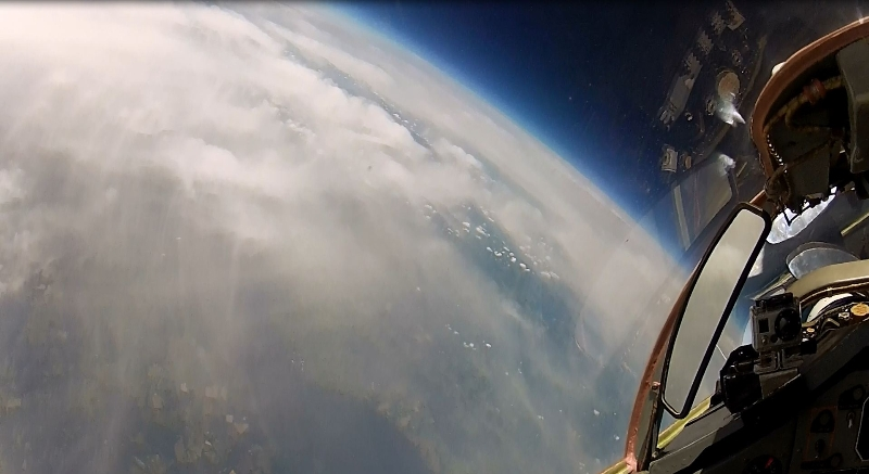 Edge of space flight in the mig 29 fulcrum to 22km altitude for Flying spaces